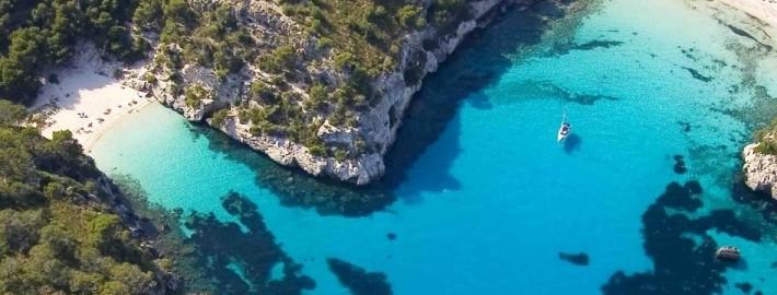 Rent a sailboat and sailing to Menorca, a paradise near Barcelona