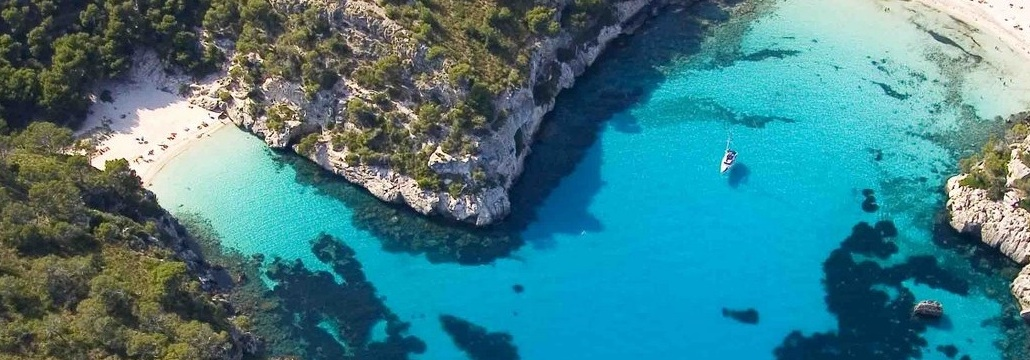 Rent a sailboat and sailing to Menorca, a paradise near Barcelona